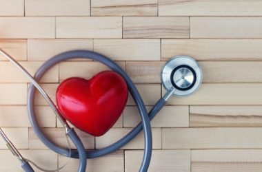 Medical concept, red heart and stethoscope on wooden background. | © Pop Nukoonrat | Dreamstime Stock Photos
