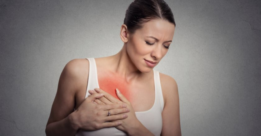 Young woman with breast pain touching chest | © Kiosea39 | Dreamstime Stock Photos