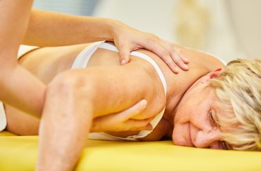 Therapist treats shoulder pain with chiropractic