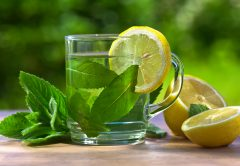 Peppermint tea with lemon