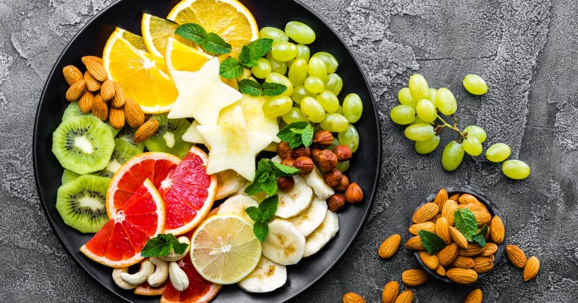 Healthy vegetarian bowl dish with fresh fruits and nuts. Plate with raw apple, orange, grapefruit, banana, kiwi, lemon, grape, alm | Υγιεινή διατροφή με φρούτα, λαχανικά, ξηρούς καρπούς και γαλακτοκομικά προϊόντα με χαμηλά λιπαρά