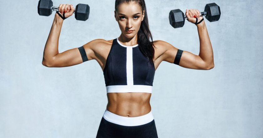 Beautiful young woman doing exercises with dumbbells | © Romastudio | Dreamstime Stock Photos