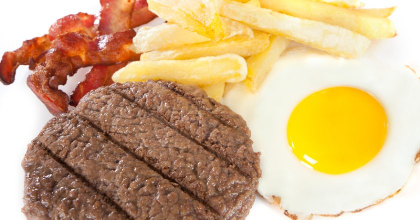 Junk food with high levels of calories and cholesterol | © Tifonimages | Dreamstime Stock Photos