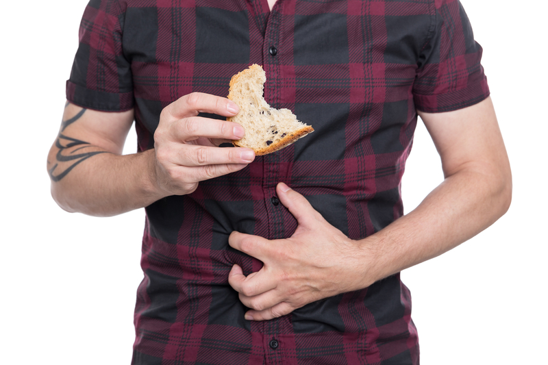 Man holding wheat bread, celiac disease or coeliac condition | © Miriam Doerr | Dreamstime Stock Photos