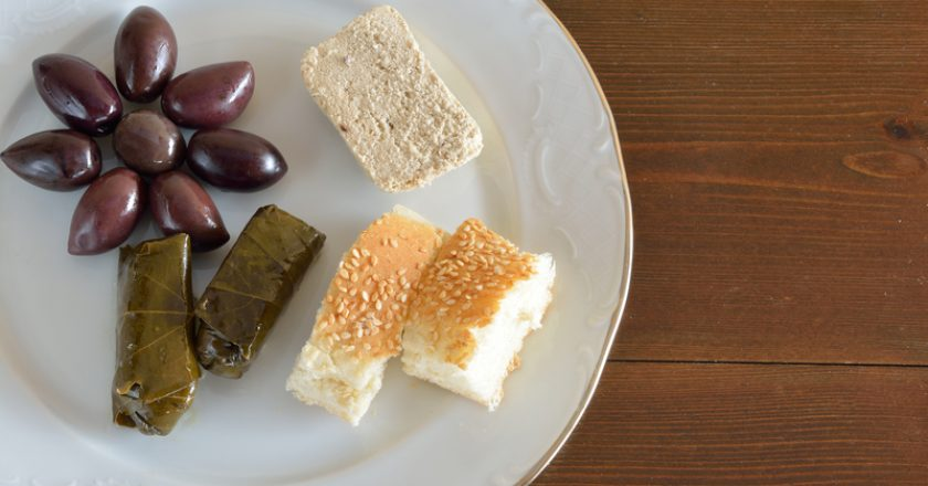 Plate with some food for fasting | © Athina Psoma | Dreamstime Stock Photos