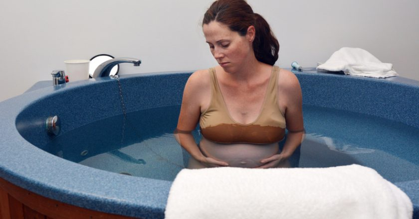 Pregnancy - pregnant woman natural water birth | © Rafael Ben Ari | Dreamstime Stock Photos