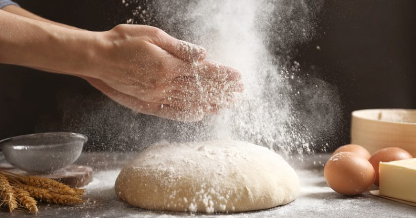 Woman clapping hands and sprinkling flour | © Chernetskaya | Dreamstime Stock Photos