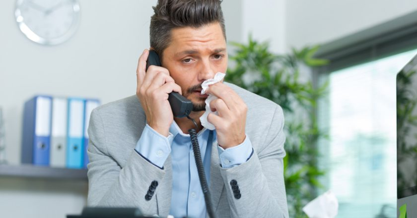 Sick office worker answering call | © Auremar | Dreamstime Stock Photos