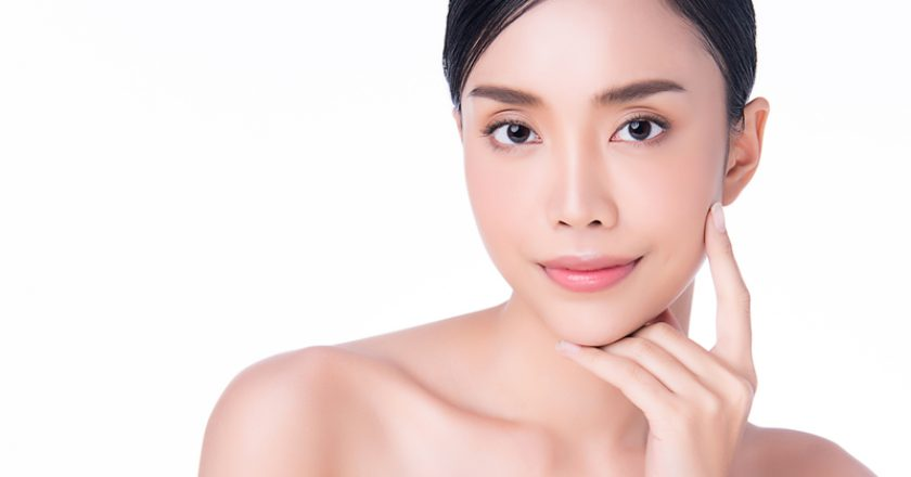 Beautiful Young Asian Woman with Clean Fresh Skin. Face care, Facial treatment, on white background, Beauty and Cosmetics Concept | © Kitthanes Ratanasira Anan | Dreamstime Stock Photos