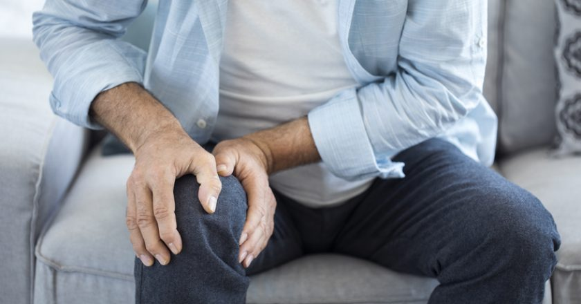 Old man suffering from knee pain | © Sebra69 | Dreamstime Stock Photos