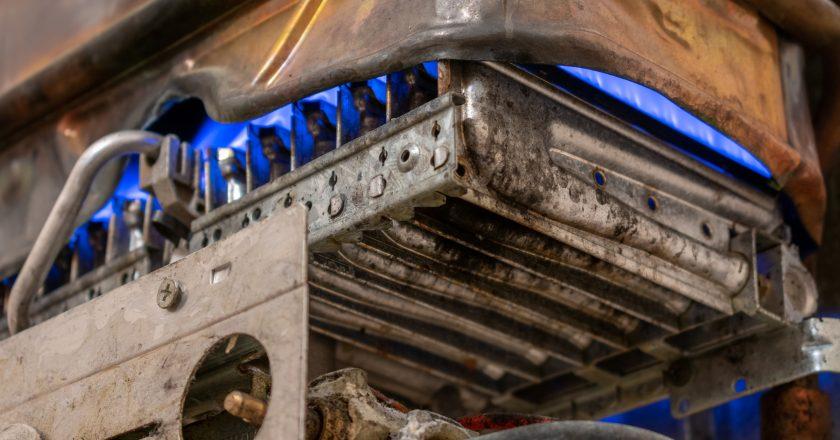 Copper gas boiler side view | Δηλητηρίαση από Μονοξείδιο του Άνθρακα