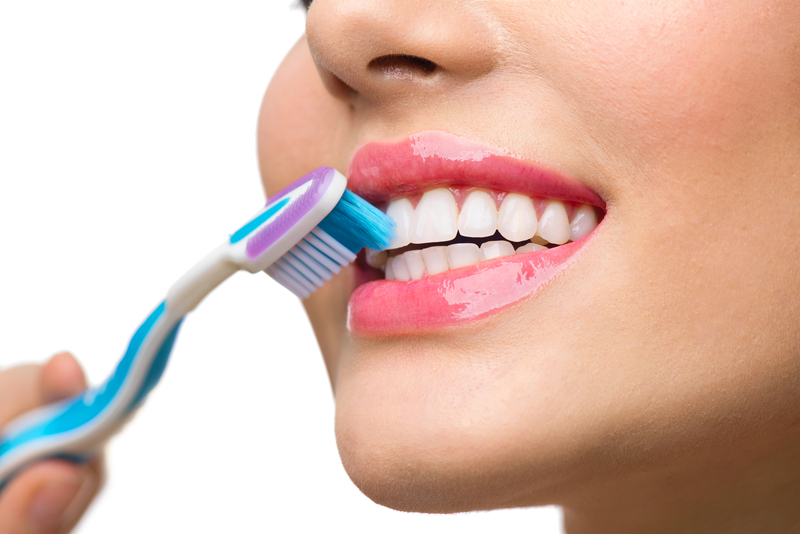 Teeth brushing. White healthy teeth | © Subbotina | Dreamstime Stock Photos