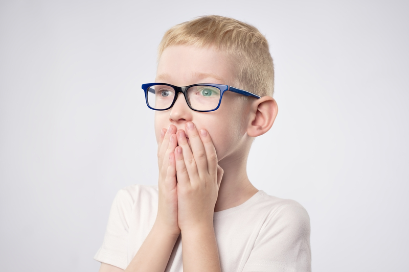 Scared litle kid boy with blond hair holding hands on face because he is afraid | © Vitken | Dreamstime Stock Photos
