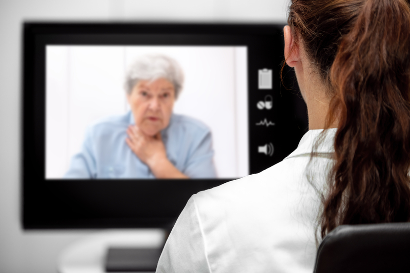 Elderly Woman with dyspnea, Doctor looking at the desk, telemedicine and telehealth with live chat | © Pasiphae | Dreamstime Stock Photos
