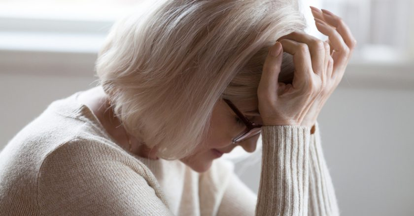 Elderly woman feeling unwell suffering from pain or dizziness | © Fizkes | Dreamstime Stock Photos