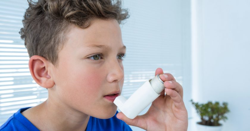 Boy using asthma pump | © Wavebreakmediamicro | Dreamstime Stock Photos