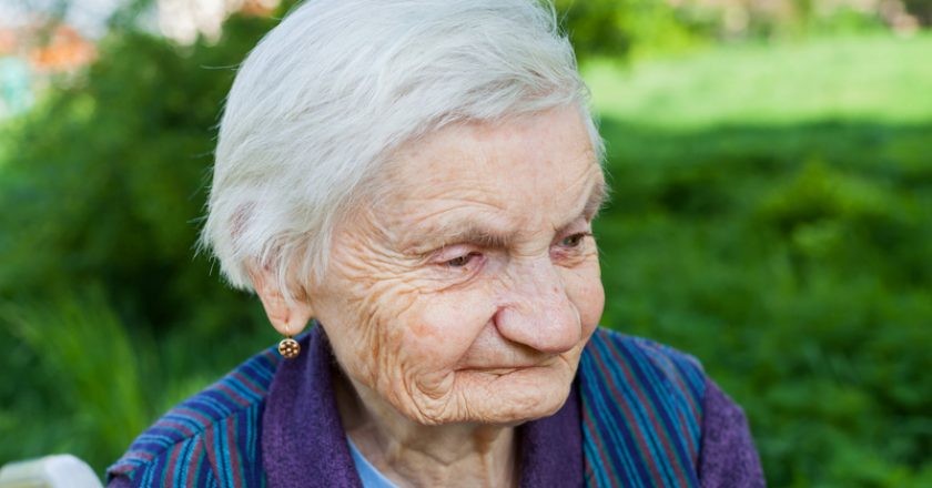 Elderly woman suffering from dementia | © Ocskaymark | Dreamstime Stock Photos