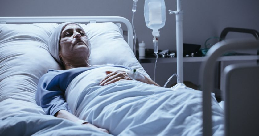 Sick and lonely senior woman with leukemia during chemotherapy i | © Bialasiewicz | Dreamstime Stock Photos