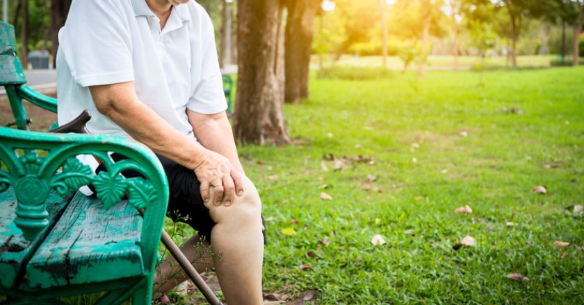 Asian senior woman arthritis,osteoarthritis,elderly people sitting,holding hand on the knee in park,feeling pain in the knee, | © Chaiib2396 | Dreamstime Stock Photos