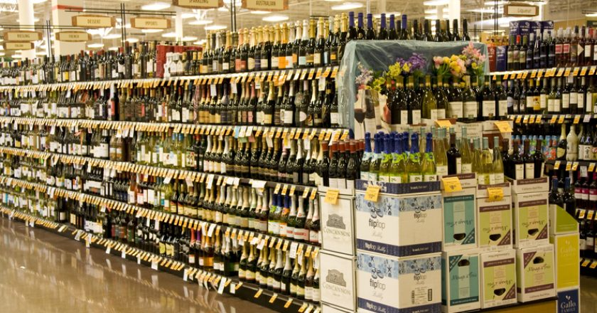 Alcohol liquor in store | © Jackbluee | Dreamstime Stock Photos