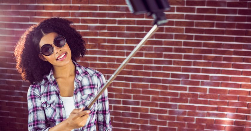 Attractive hipster taking selfies with selfiestick | © Wavebreakmediamicro | Dreamstime Stock Photos