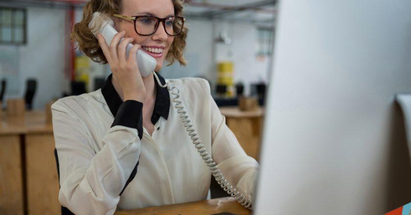 Woman talking on landline phone at desk | © Wavebreakmediamicro | Dreamstime Stock Photos