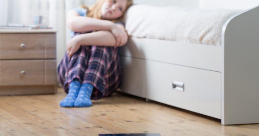 Sad teenager girl with scales on floor | © Maya23k | Dreamstime Stock Photos