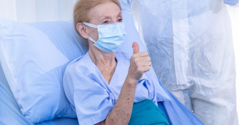 Encouraging old woman patients from coronavirus covid 19 infection | © Chayakorn76 | Dreamstime Stock Photos