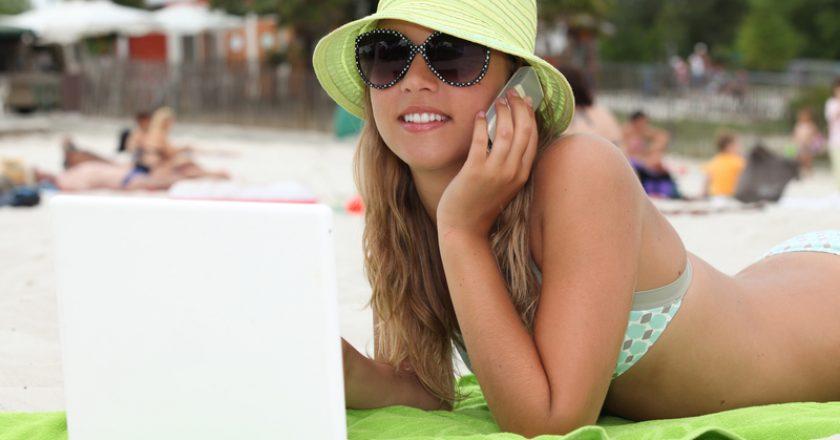Blond teenager at the beach | © Auremar | Dreamstime Stock Photos