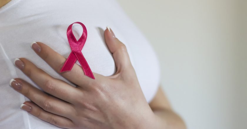 Woman hold her breast and have sign for breast cancer on it | © Llucky78 | Dreamstime Stock Photos