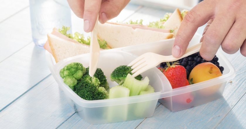 Young man eats healthy meal from lunch box | © Kucherav | Dreamstime Stock Photos